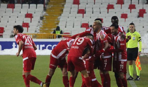 Sivasspor maç fazlasıyla yeniden lider!