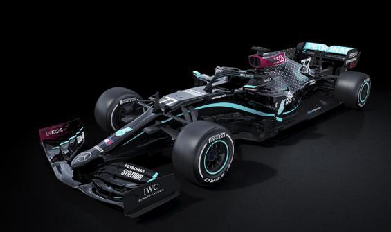 Mercedes, ırkçılığa karşı siyah araçla yarışacak