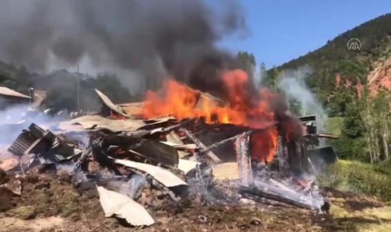 5 ahır, birer samanlık ve tahıl ambarı yandı