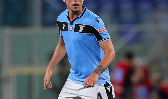 Rakibin kolunu ısıran Laziolu futbolcuya 4 maç ceza