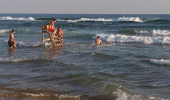 Cankurtaranların kulesini söküp denize taşıdılar!