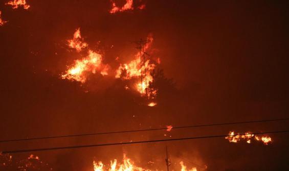 İzmir'de yangın... Boşaltılan site zarar gördü
