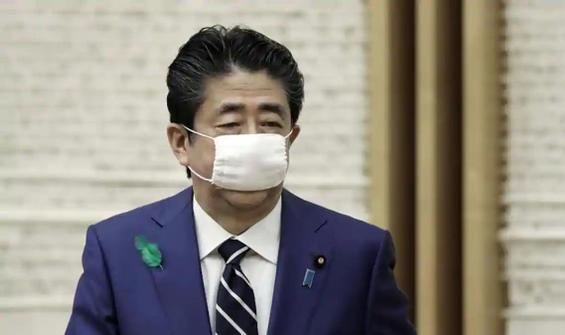 Japonya Başbakanı'ndan bez maske takmama kararı