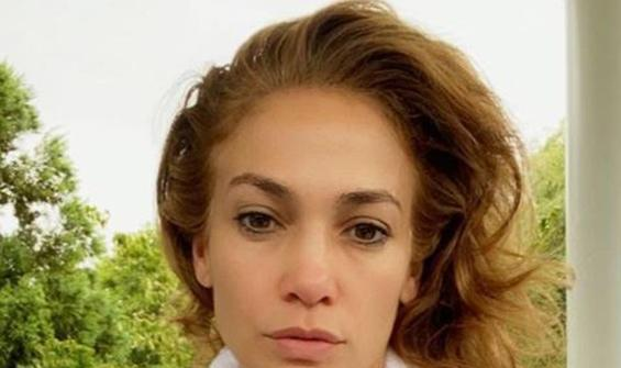 """Jennifer Lopez'den makyajsız """"Günaydın"""" pozu"""