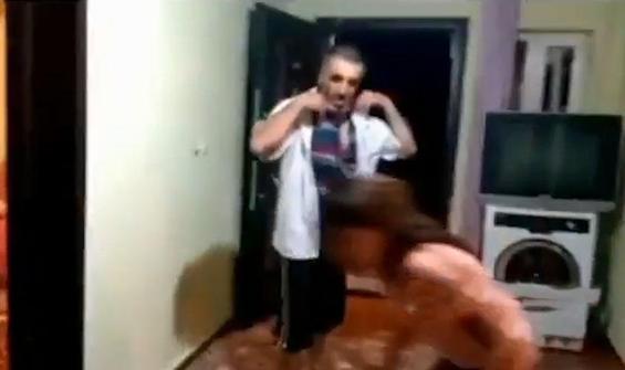 Görme engelli eşini bayıltana kadar dövdü
