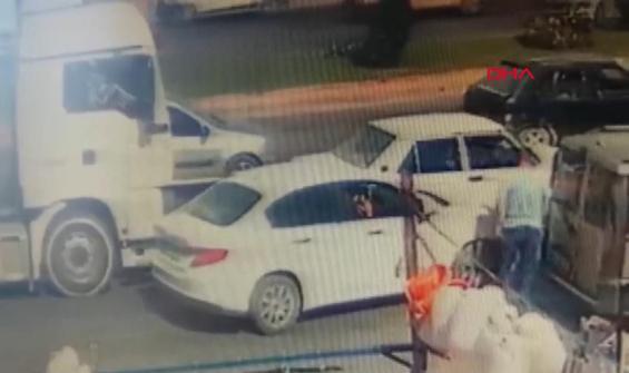 Hatalı sürücü kaza sonrası kamyon sürücüsüne saldırdı