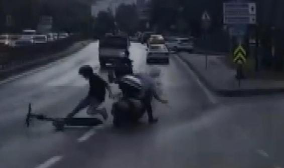 Elektrikli scooter ile motosiklet böyle çarpıştı