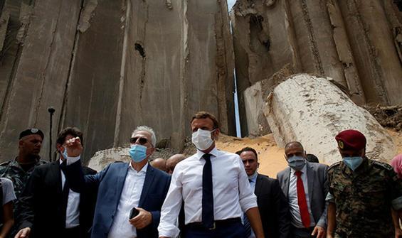 Macron'un Beyrut ziyaretine tepki yağıyor: Kendine bağlı bir köymüş gibi davranıyor