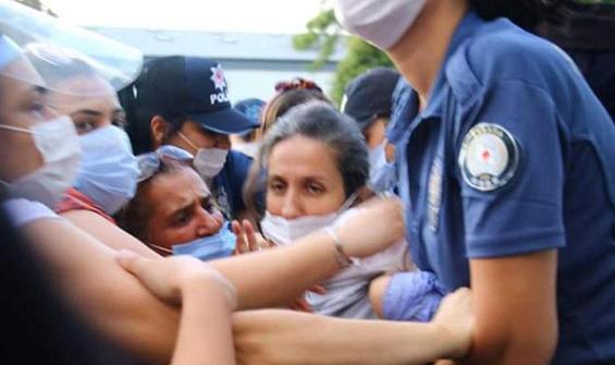 Kadınların izinsiz gösterisine polis müdahalesi: 33 gözaltı