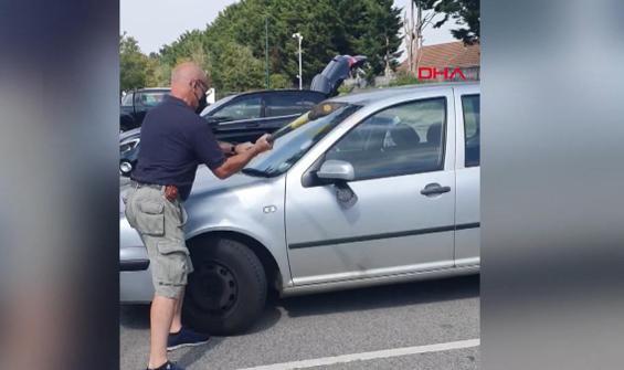 Arabada bırakılan köpeği böyle kurtardılar
