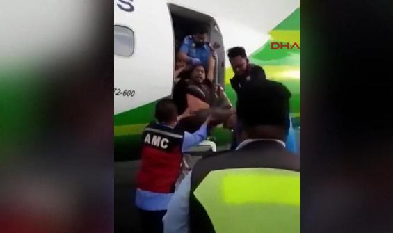 Uçağa biletsiz bindi, yaka paça böyle atıldı