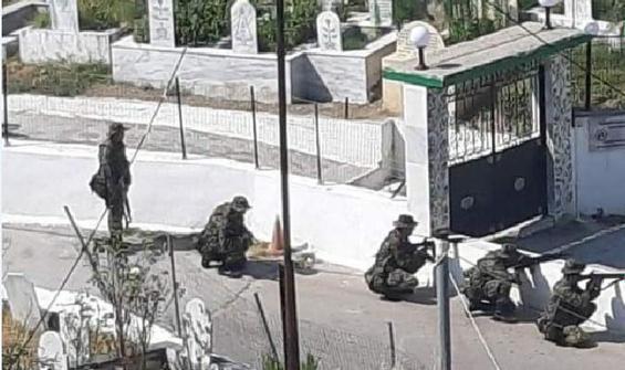 Yunan askerlerinden Türk köyünde tatbikat