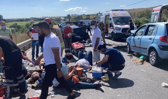 İstanbul'da feci kaza! İki araç kafa kafaya çarpıştı