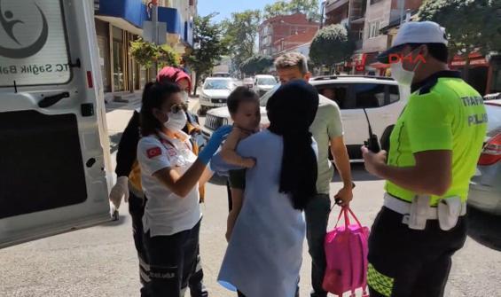 Pusetteki bebeğiyle otomobilin çarptığı anne gözyaşlarını tutamadı