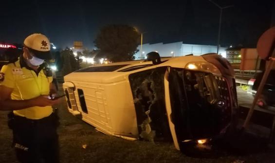 Servis minibüsü devrildi: 6 yaralı