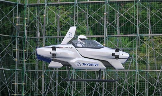 'Uçan araba' projesinde yolculu deneme