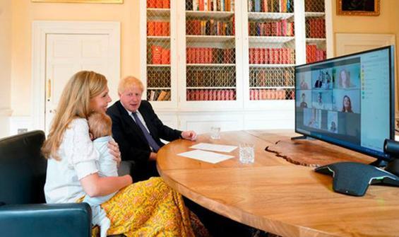Boris Johnson'ın 'gizli' vaftiz törenine tepki yağdı!