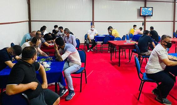 54 kişi depoda kumar oynarken yakalandı