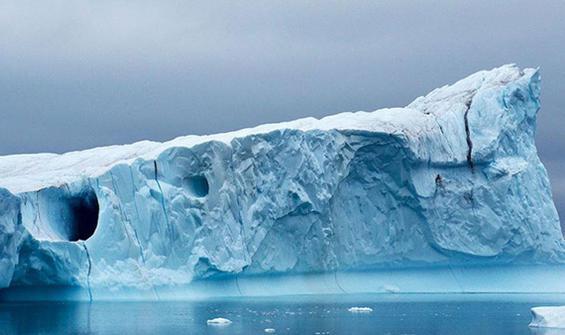 En büyük buzul parçalandı, uyduya yansıdı