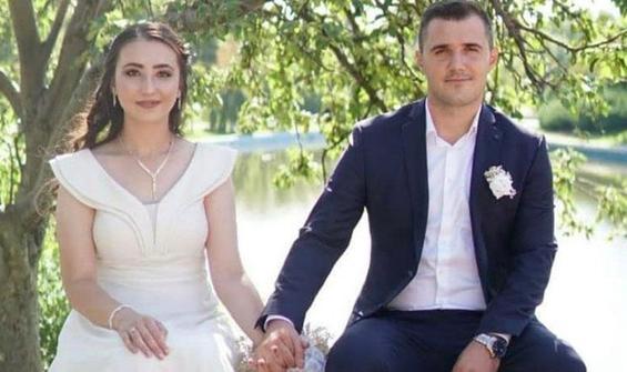 Eşinin silahından çıkan kurşunla ağır yaralandı