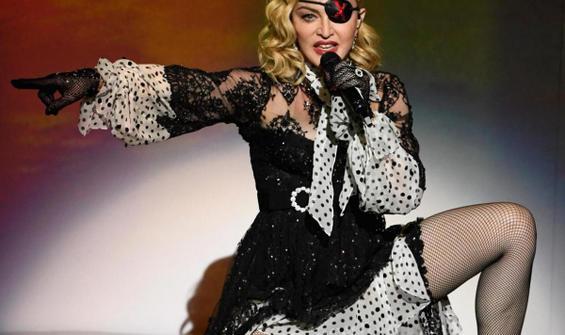 Madonna, kendi hayatını anlatacak filmi yönetecek