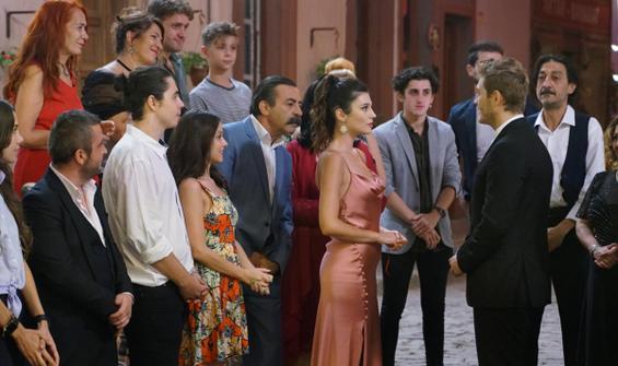 Ahmet, Azra ile Zola'nın nişanında ne yapacak?
