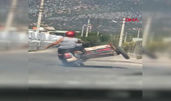 Motosikletlinin tehlike saçtığı anlar kamerada