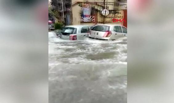 Hindistan sular altında kaldı