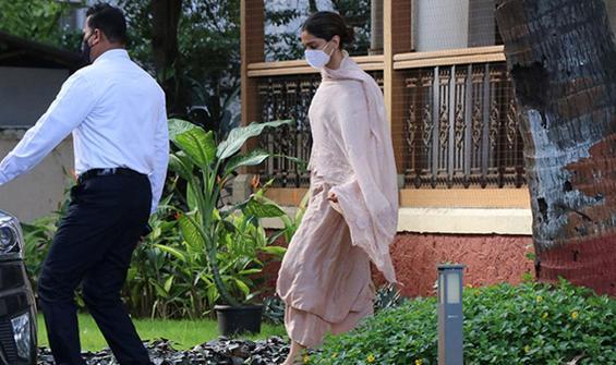 Evinde ölü bulunmuştu, Bollywood'da uyuşturucu operasyonu!