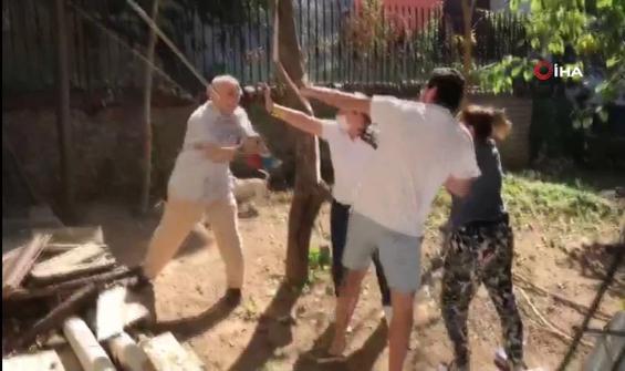 Beykoz'da komşusuna sopa ile saldırı anı kamerada