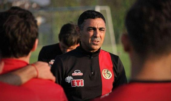 Eskişehirspor'da Mustafa Özer'le yollar ayrıldı