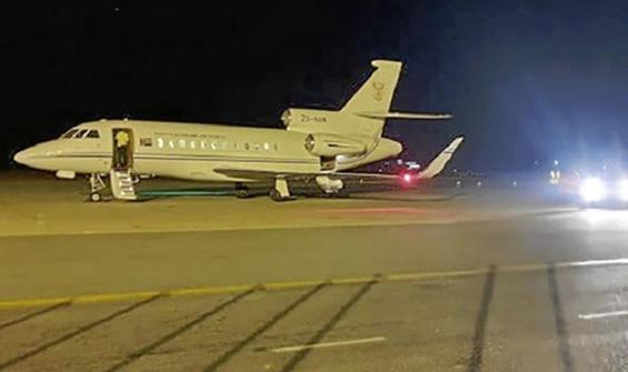 Hava kuvvetlerine ait uçağı kullanan bakanın maaşı kesildi