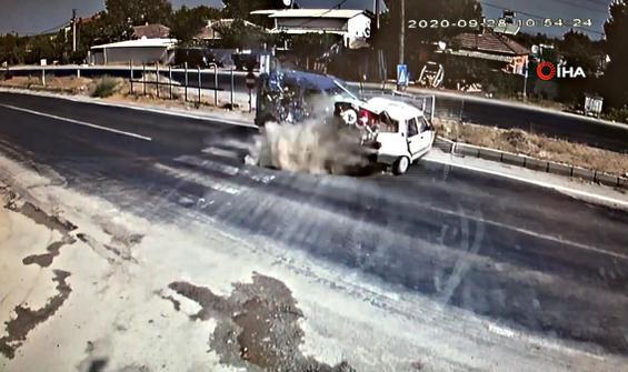 Manisa'da feci kaza: 1 ölü 3 yaralı