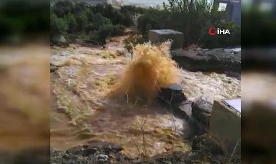 Patlayan dev su borusu tarım alanlarını sular içinde bıraktı