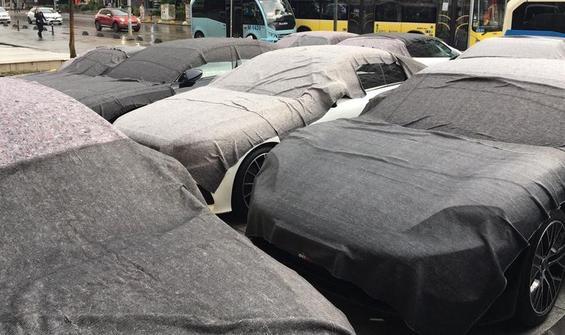 Dolu yağışında milyonluk lüks araçlar zarar gördü