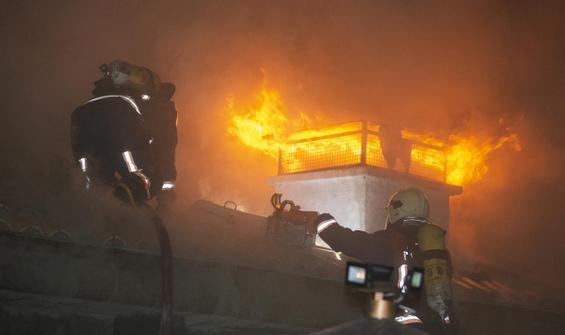 Hacı Bayram Veli Camisi'nin avlusunda yangın