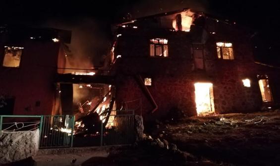 Tunceli'de yangın! 4 ev kullanılamaz hale geldi