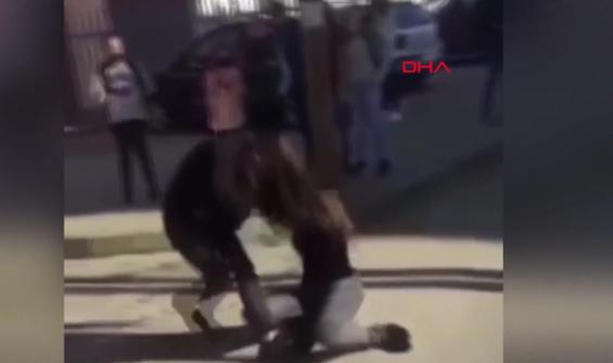 Gençlerin sevgili kavgası kamerada