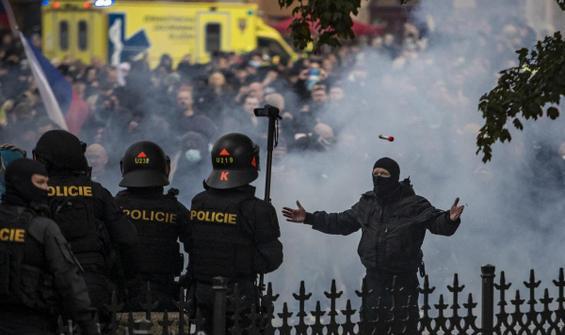 Kısıtlama protestosuna müdahale: 20 yaralı