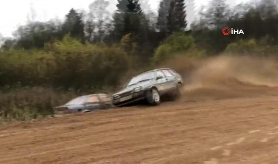 Ralli sırasında 6 araç aynı noktaya uçtu