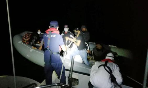 Türk sularına itilen mülteciler kurtarıldı