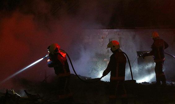 Konteynere atılan ateş, 2 fabrikayı yaktı!