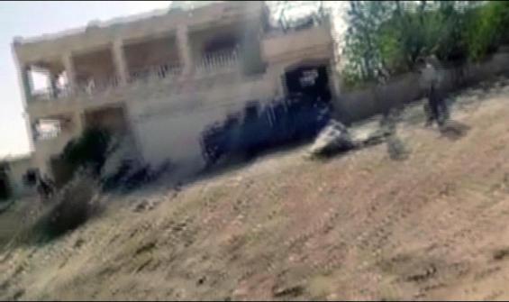 İdlib'de bir köy bombalandı