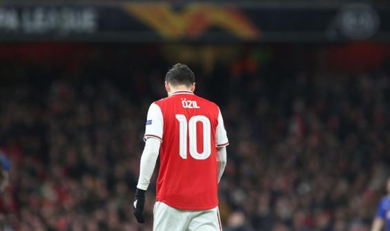 Mesut Özil, Premier Lig kadrosuna da yazılmadı