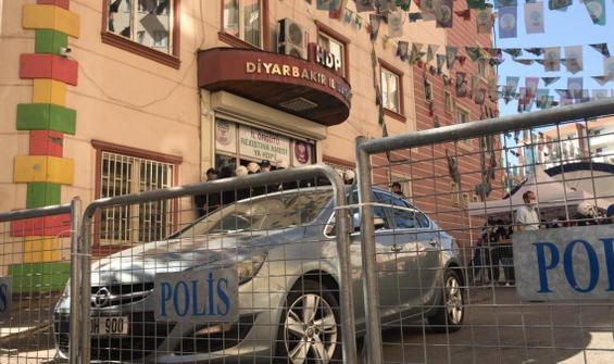 Diyarbakır'da HDP binalarına operasyon: Gözaltılar var