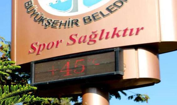 Bir kent sıcaktan yanıyor! Termometre 45'i gösterdi