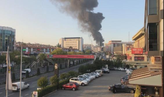 Başakşehir'de fabrikada yangın!