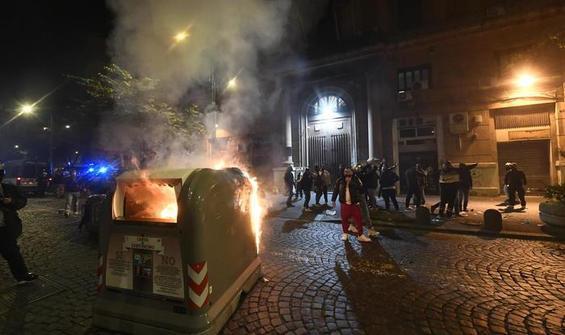 Napoli'de sokağa çıkma yasağı olaylı başladı