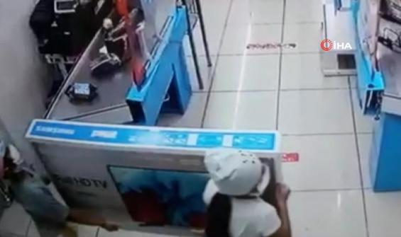 Boylarından büyük televizyonu böyle çaldılar