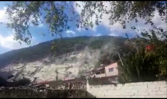 Deprem anında taş ocağından kopan kaya parçaları korkuttu
